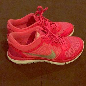 Women's Flex Run Nikes size 8!